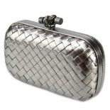Clutch_Bottega_Veneta_knot_leather_d.silver-1