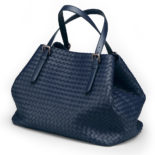 Bottega_Veneta_Tote_off_Intrecciato_nappa_dark_blue_1