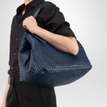 Bottega_Veneta_Tote_off_Intrecciato_nappa_dark_blue_3